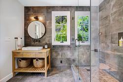 Guest House:Pool Bath
