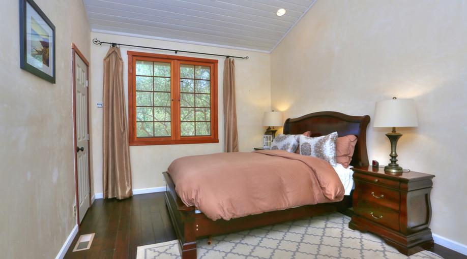Bedroom Suite 2.jpg