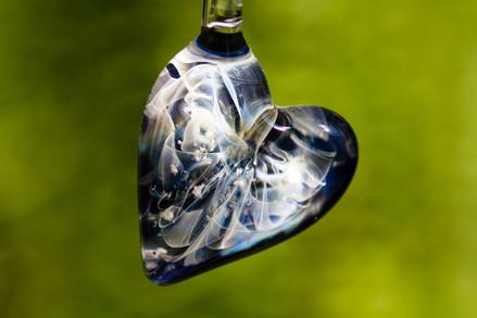 Cremation infused glass jewelry | Bijoux en verre infusé de cendre