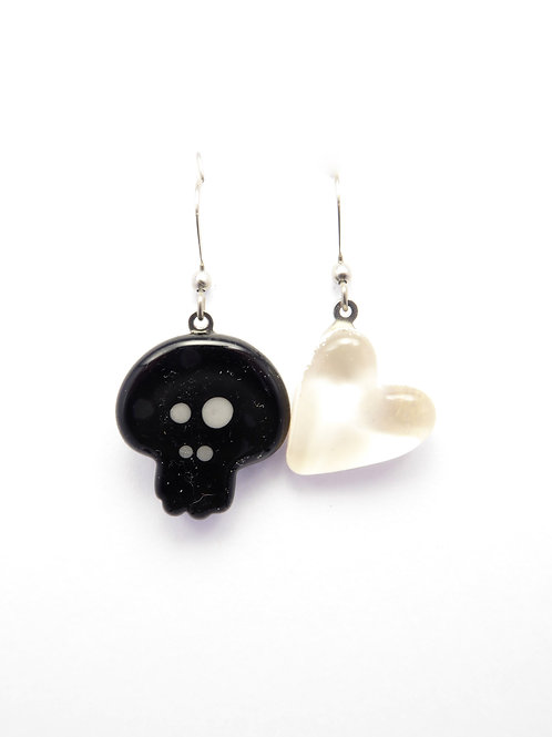 SK12bw glass earrings / boucle d'oreilles en verre
