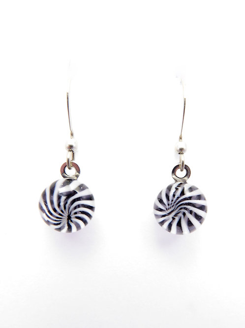 V14 glass earrings / boucles d'oreilles en verre