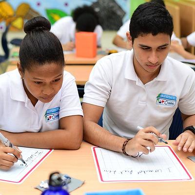 Estudiantes del Centro ¡Supérate! Fundación JUPÁ