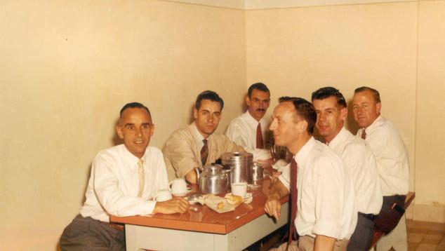 1954 Affleck in Linhas canteen