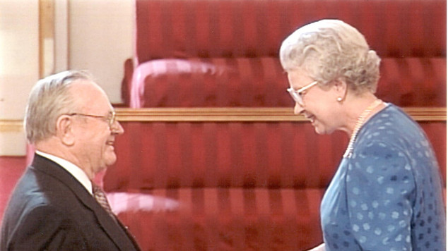 2000 John Crawford & the Queen