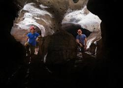 מחילה כפולה במרכז המערה