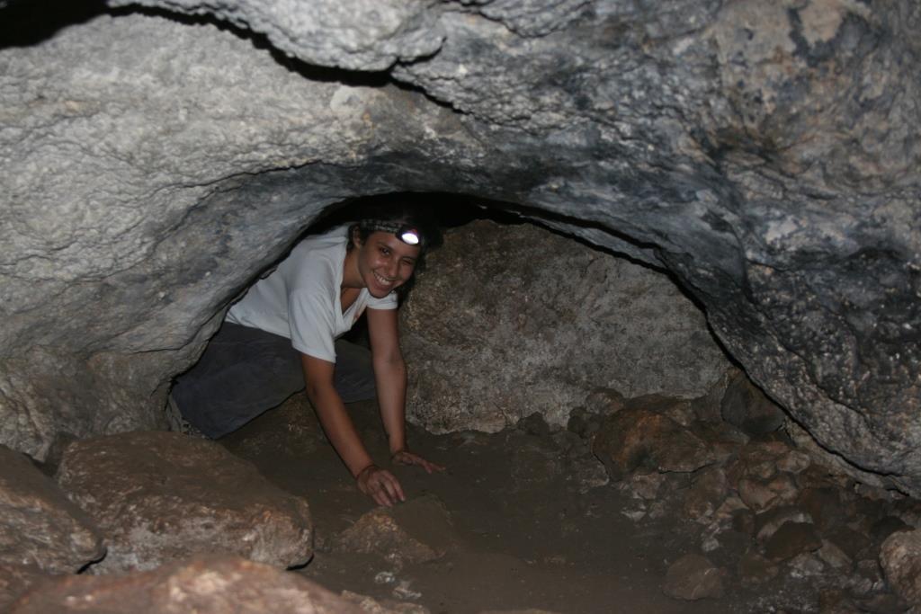 מעבר בין חללים - חסום חלקית באבן