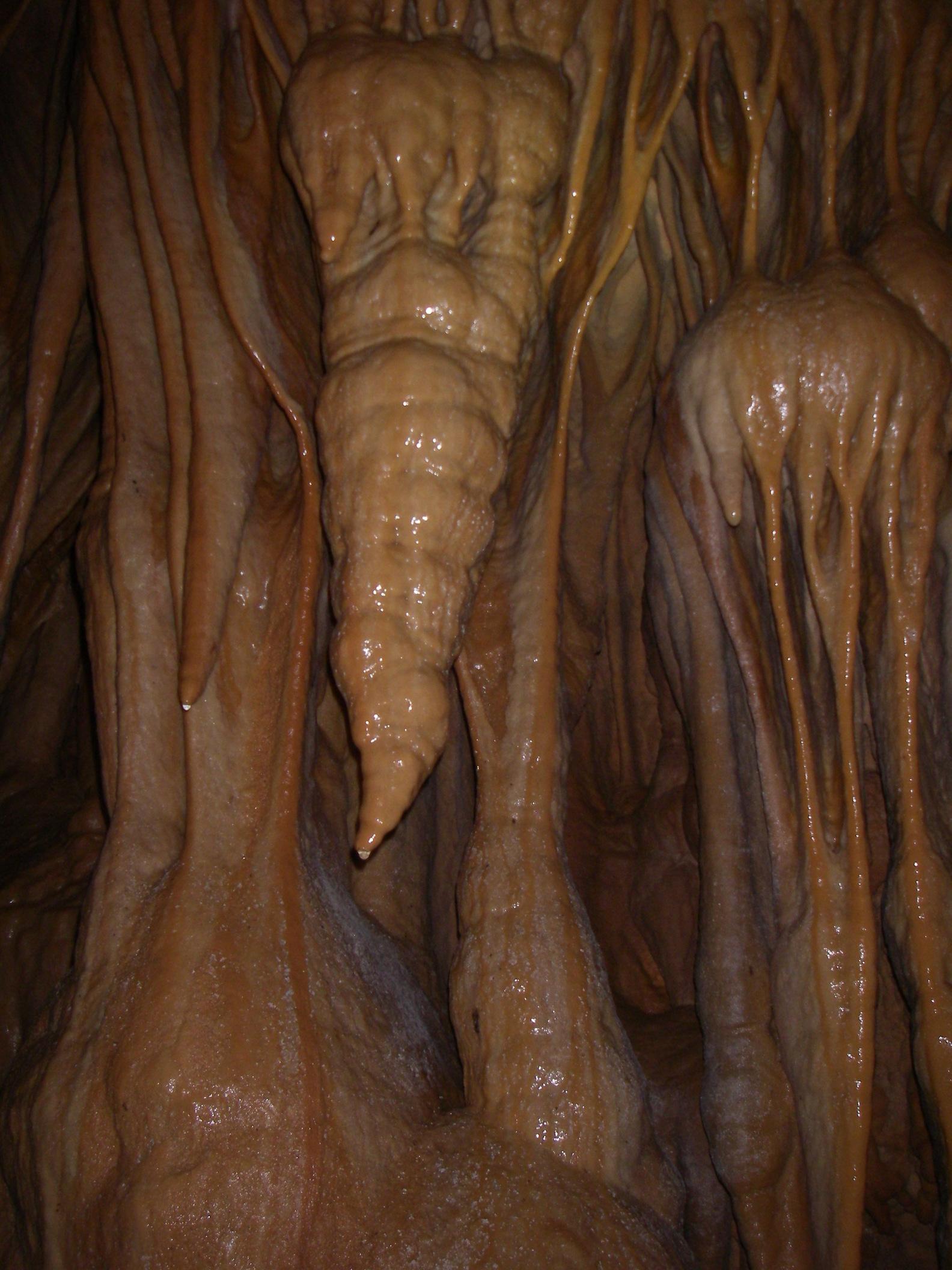 משקעי מערות בתחתית החלל