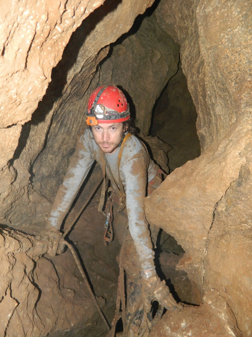 סטאס פרימק במחילת המערה