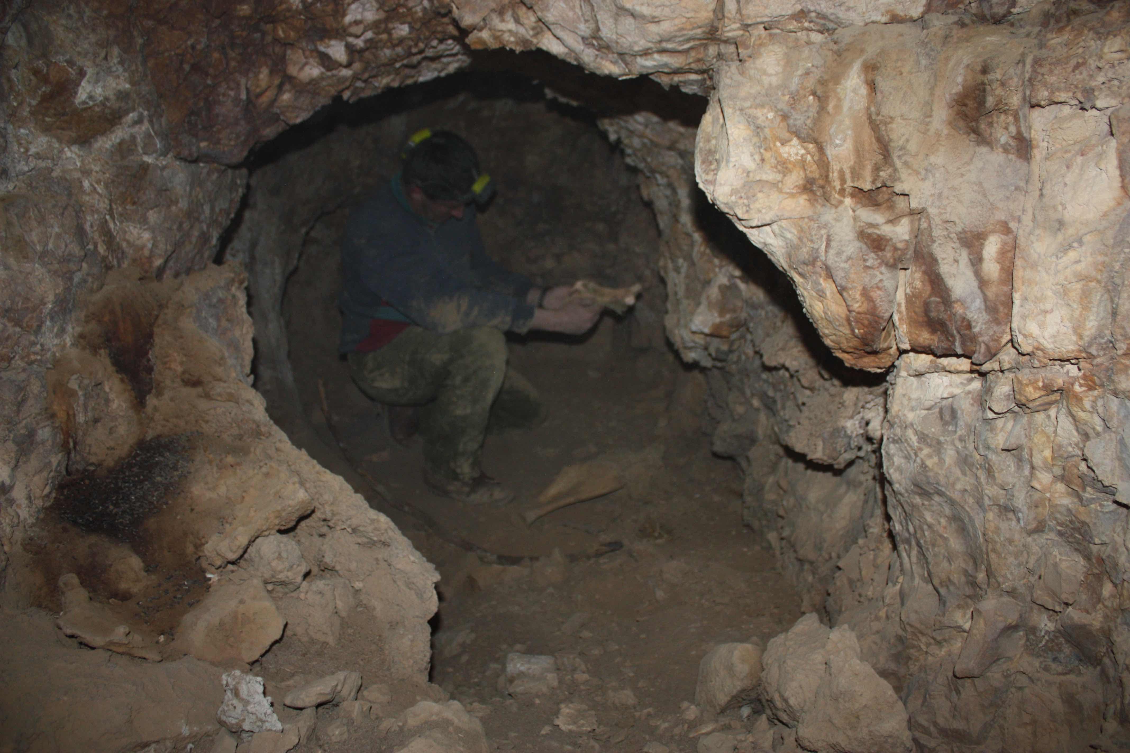 חלל מעוגל בחלקה הפנימי במערה