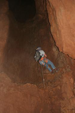 ולדמיר בוסלוב בטיפוס מתחתית המערה