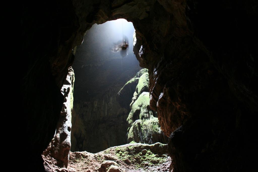 גלישה בקמין הכניסה למערה
