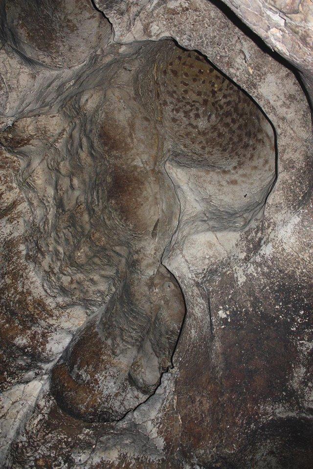 כיפות המסה בתקרת המערה