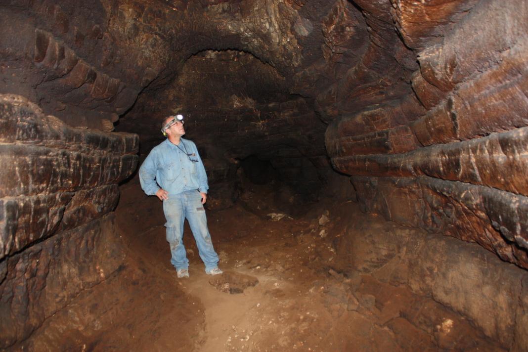 המסדרון הראשי במערה