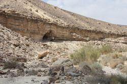 פתח מערת צרעות - מערה מרוחקת בסלע צור