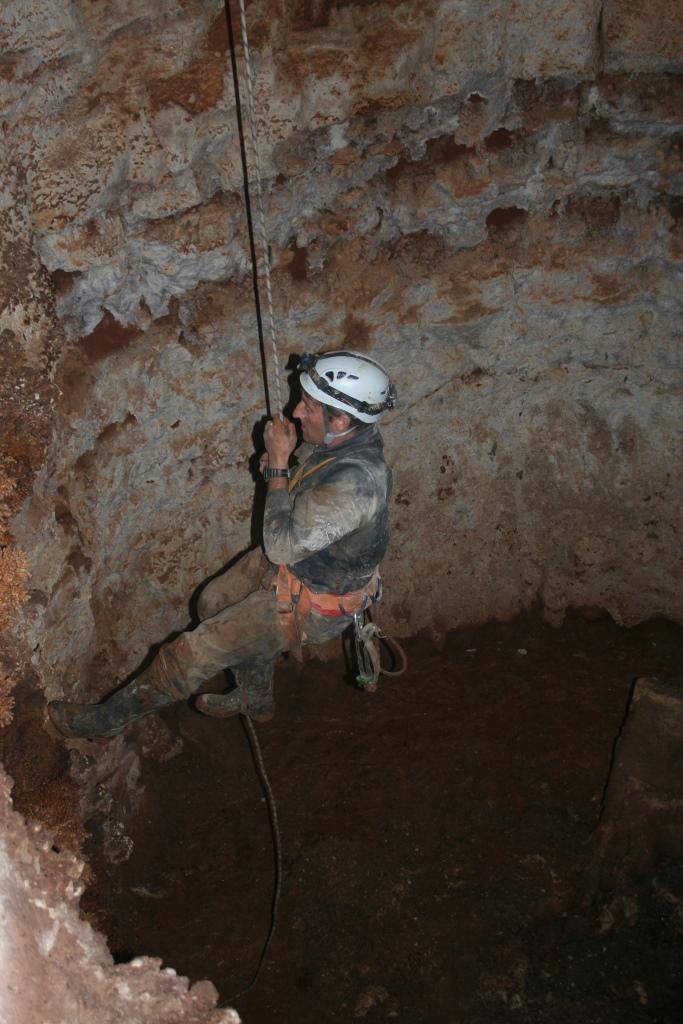 טיםוס מקרקעית המערה