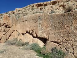 סלע הצלבים - על שמו נקראת המערה