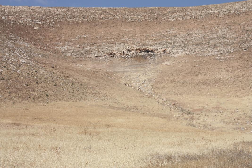 פתח המערה במבט מרחוק