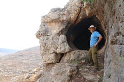 אסף שביט בפתח המערה