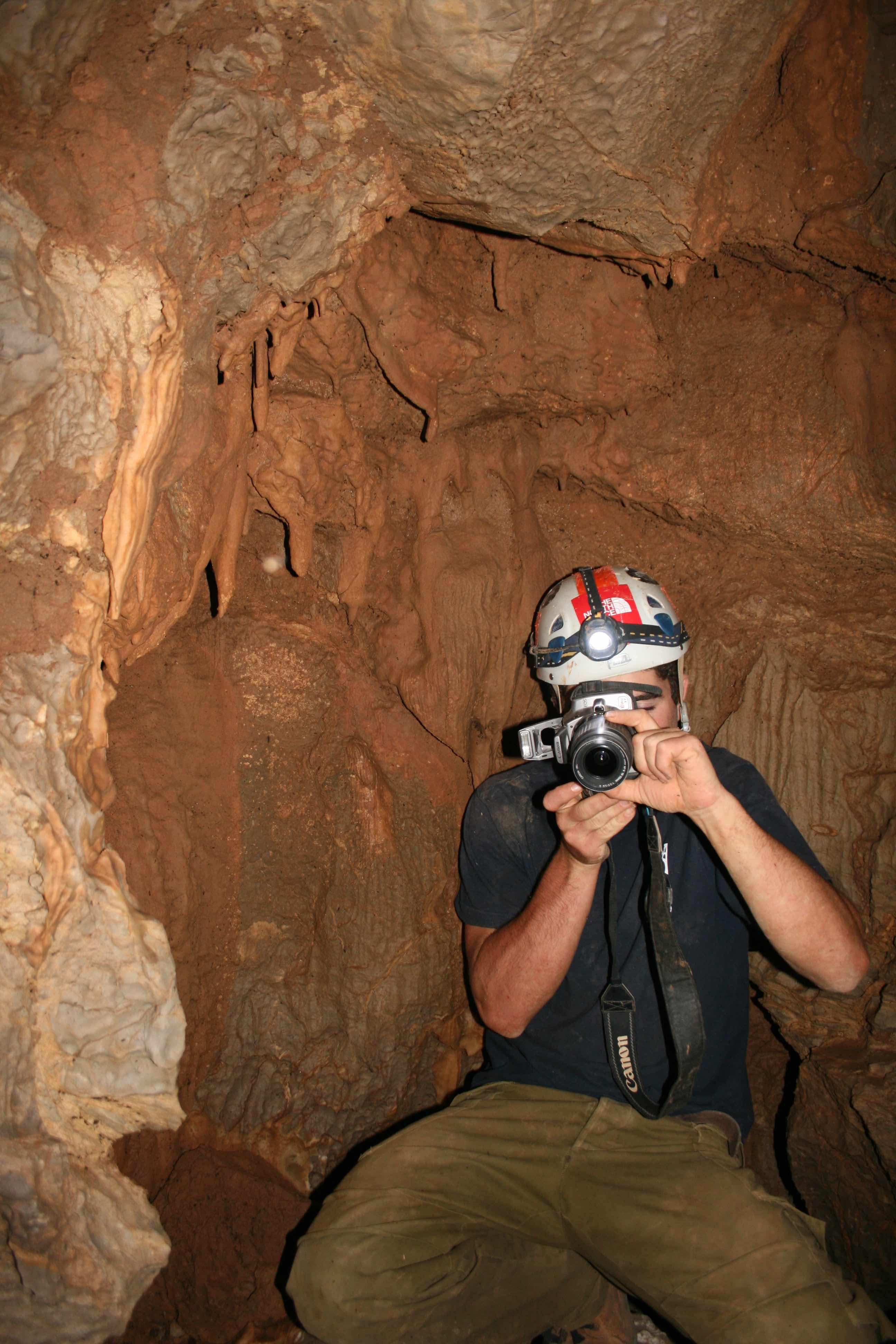 החלל בפנים המערה