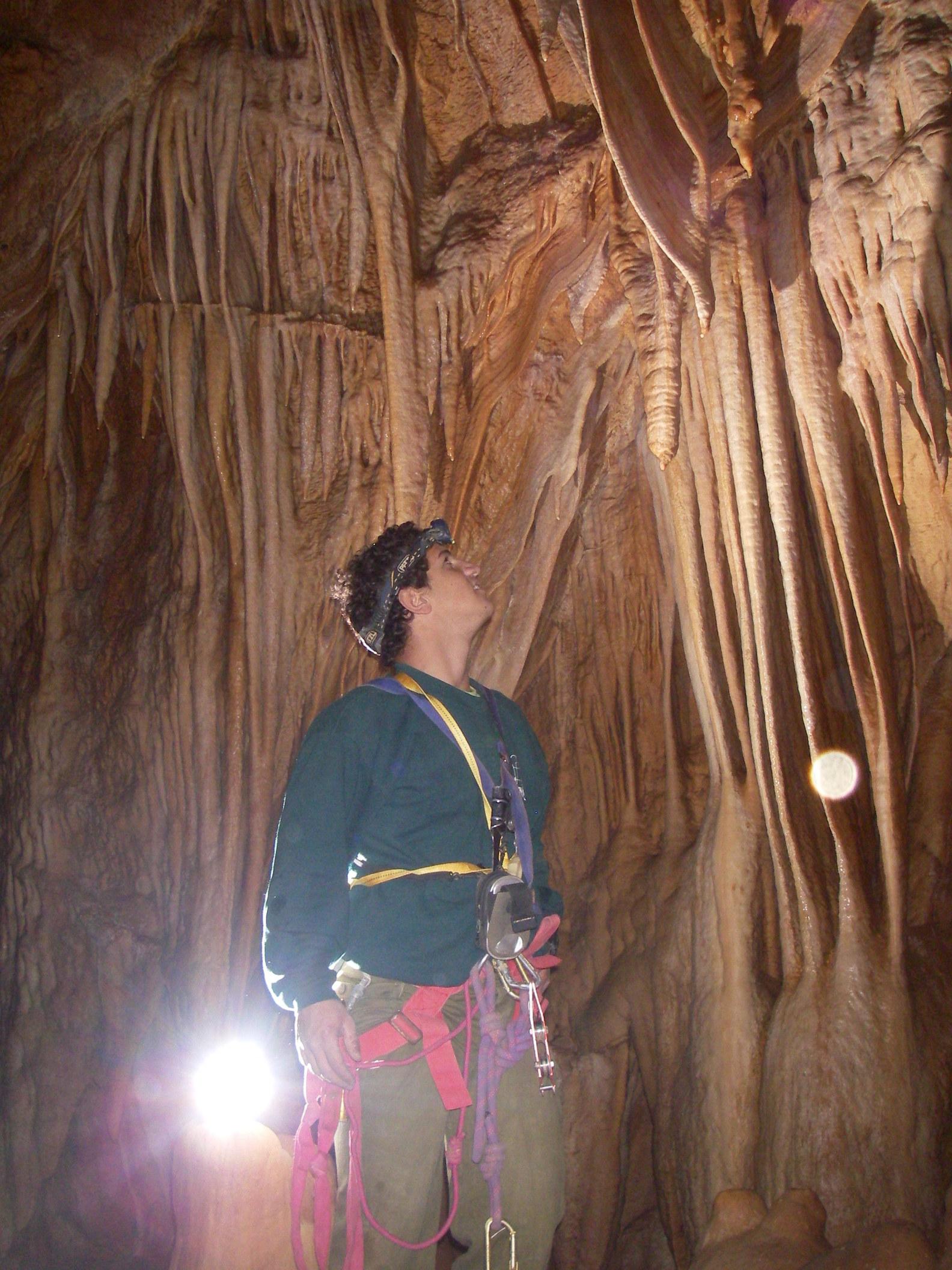 בתחתית המערה