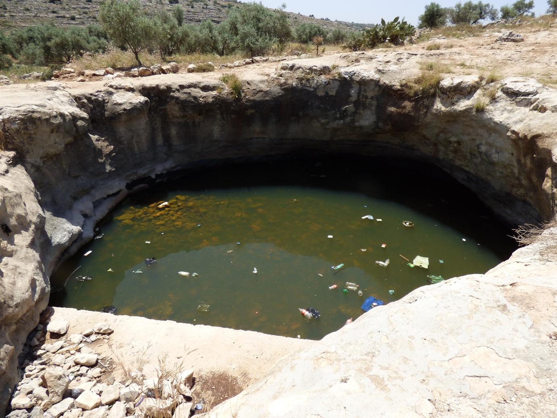 חלל הבור - בור טבעי שמשמש לאגירת מים