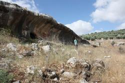 פתח המערה באחד הצנירים המרשימים ביותר בשומרון