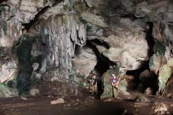 עמוד אדיר באולם הכניסה למערה