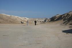 פני השטח בהר סדום בדרך אל פתח המערה