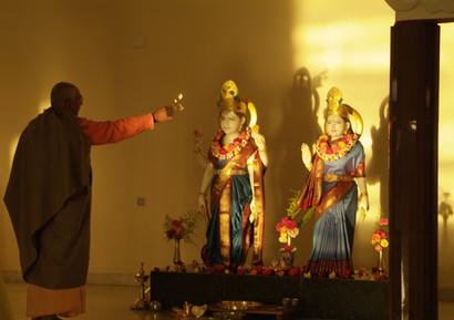 2005 Swamiji doing Puja at Madihalli.JPG