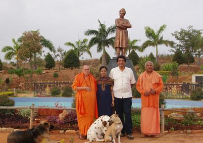 2008 February Swamiji at Madihalli [1].J