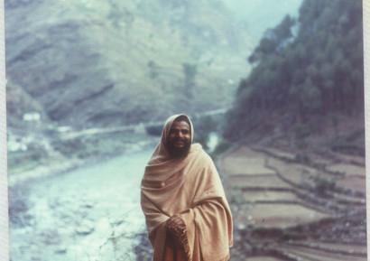 1977 May Swamiji at Utarkashi  .jpg