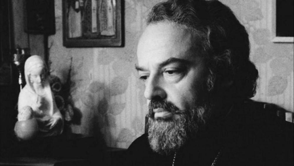 Le père Alexandre Men, figure spirituelle orthodoxe de la Péréstroïka, mort assassiné en 1990 à cinquante ans alors qu'il se rendait à son église.