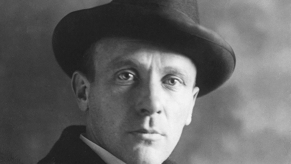 Portrait de l'écrivain russe Mikhaïl Boulgakov (Михаил Афанасьевич Булгаков) (1891-1940) dont YMCA-Press fut la première maison d'édition de nombreuses de ses oeuvres (Coeur de Chien, le Maître et Marguerite).