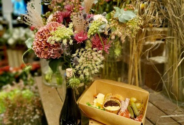 Apéro fleuri du vendredi : Bouquet + bouteille + mix charcut / fromage / dips