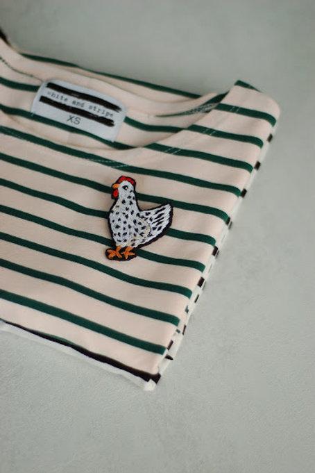 Зеленая бретонка с коротким рукавом с вышивкой