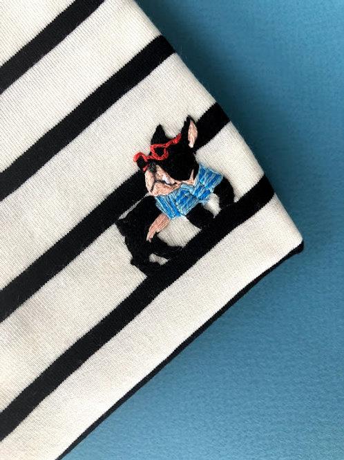 Черная бретонка с коротким рукавом с вышивкой