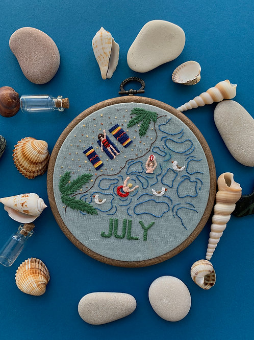July вышивка в пяльцах