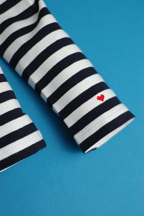 Черная бретонка с длинным рукавом и вышивкой Сердечко на рукаве