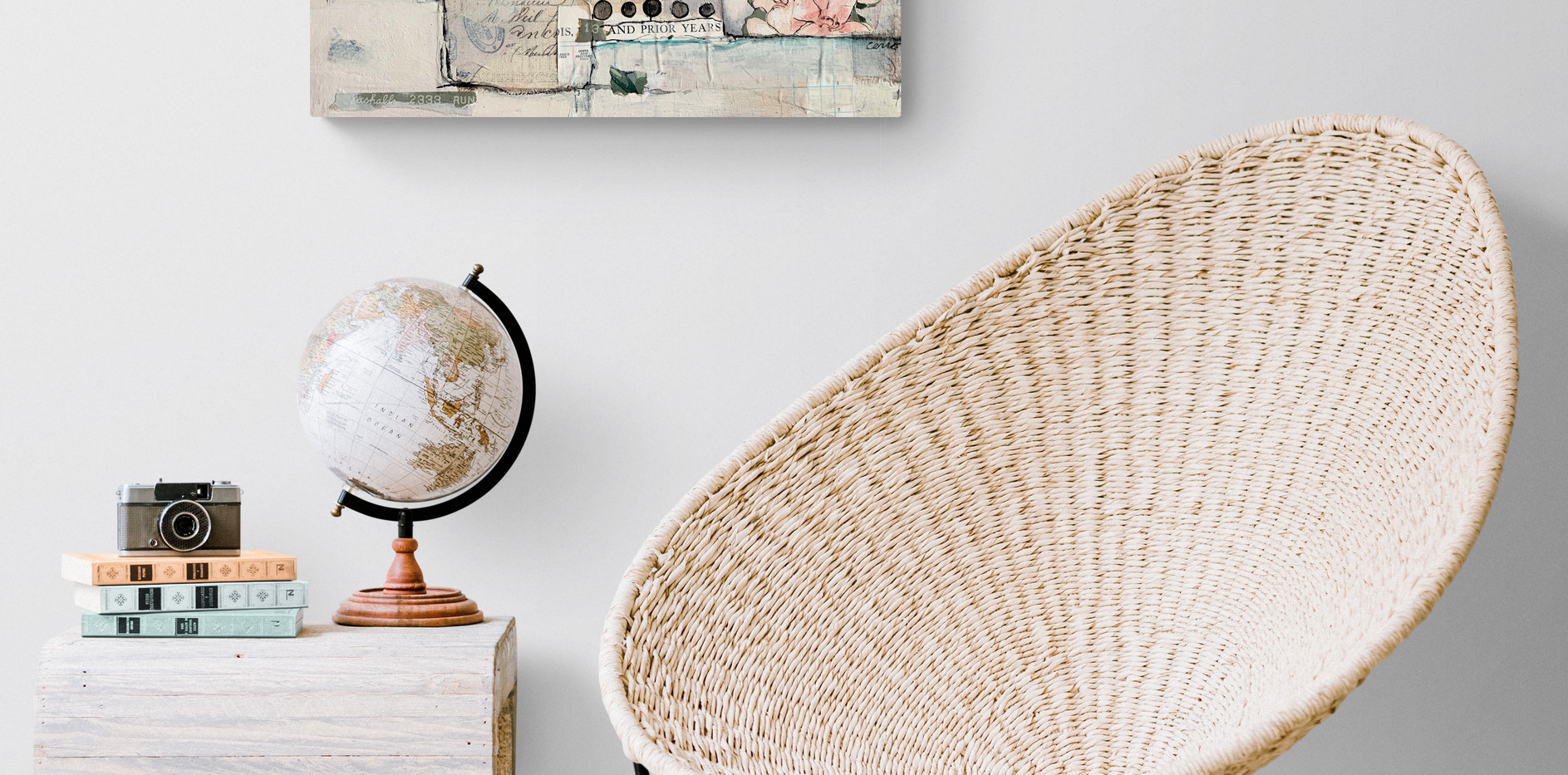 Sitting_room_with_wicker_chair.jpg