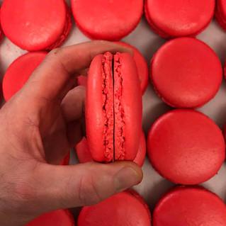 Des macarons rouge fraise pour une nouvelle créa!