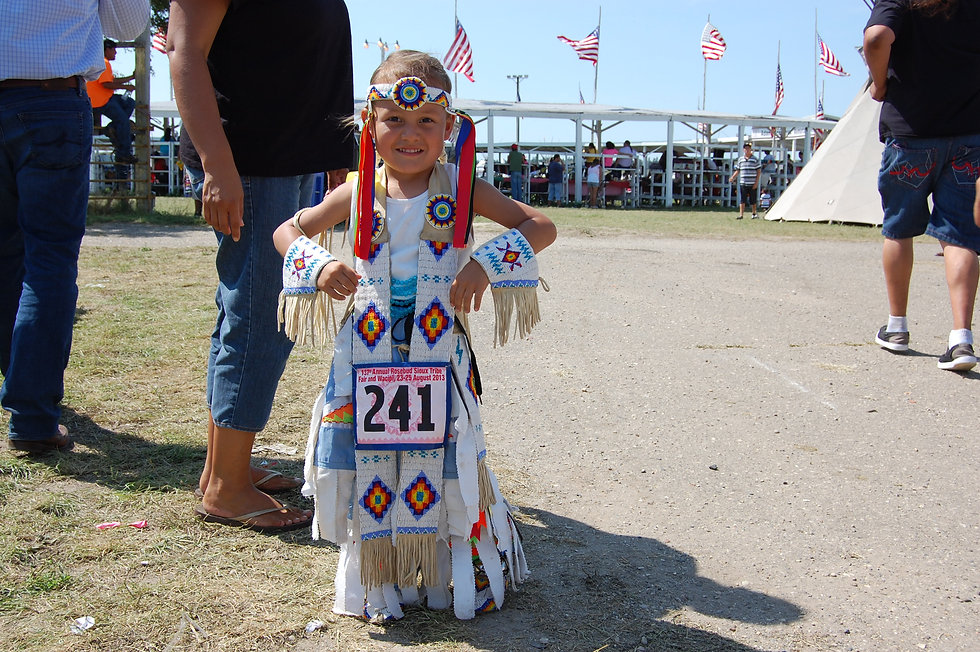 American-Indian-child-at-pow-wow
