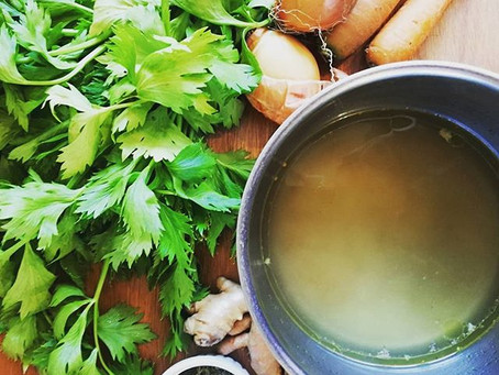 Benefits of Bone Broth (and how to make it at home)