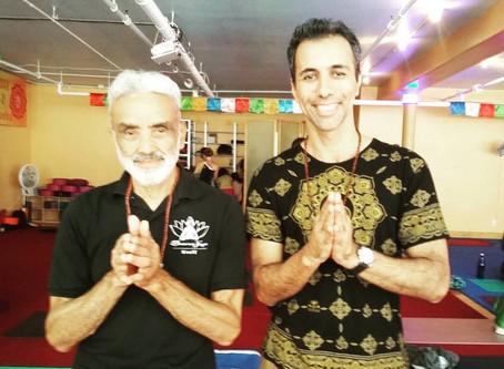 Uma jornada ao Dharma Yoga New York Center