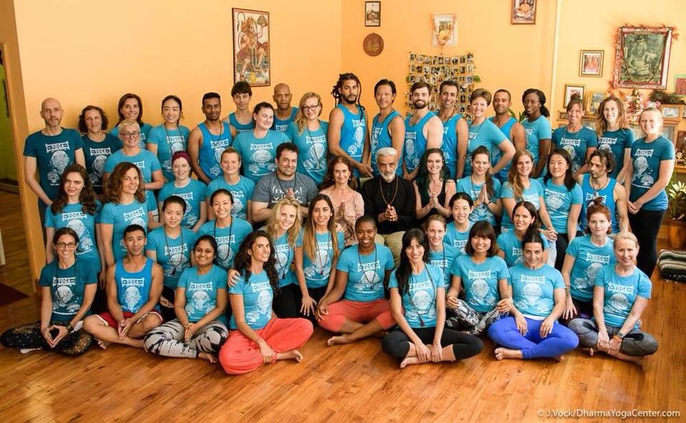 Formandos da Capacitação de Professores em Dharma Yoga no ano de 2017