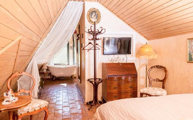 11. Room