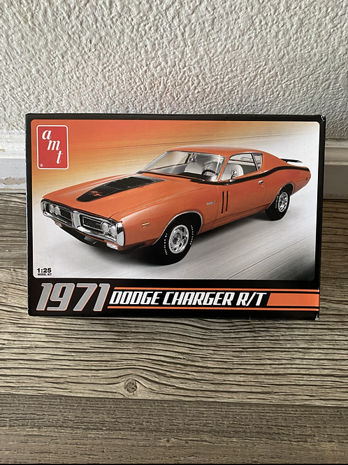 AMT 71 DODGE CHARGER R/T