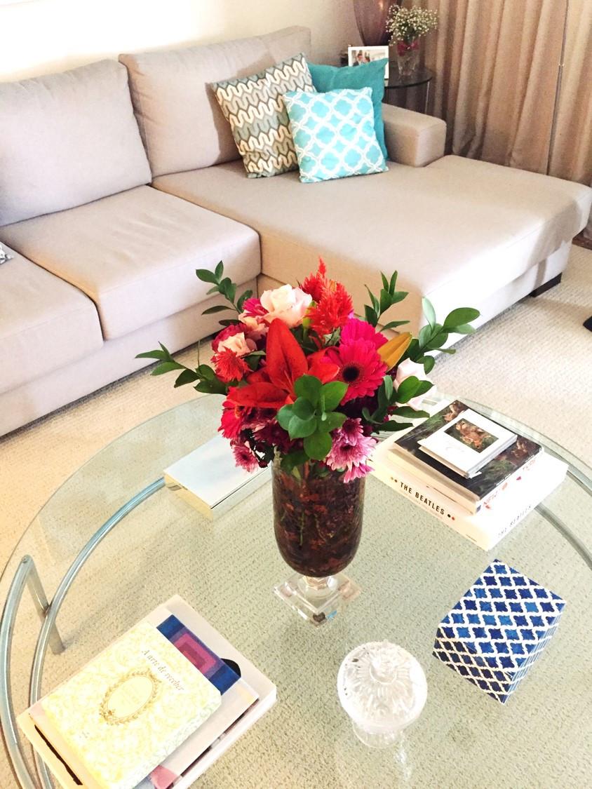 Detalhe mesa de centro - arranjo de flores