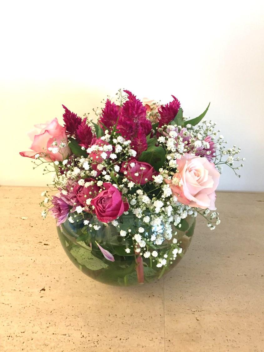 Arranjo aparador - rosas, celósias, mosquitinhos, crisântemos e rosas pomponellas