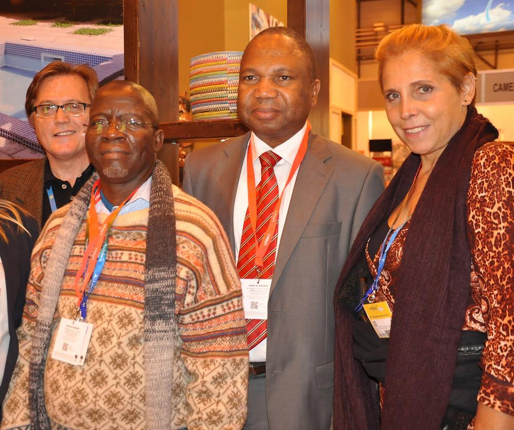 Mauricio Vianna e Christina Kler, participam do coquetel oferecido por Moçambique durante a Fitur, com o Ministro do Turismo de Moçambique, Silva Dunduro, e Albino Mahumane, diretor de Turismo do destino (Foto: NetHospitality/Divulgação)