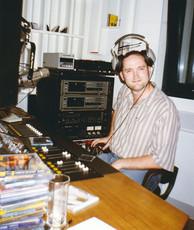 Nagyjából 1998 környékén készülhetett ez a kép a Rumbach Sebestyén utcai stúdióban, szerencsére a poharam üres. Már. Vagy még? 😀